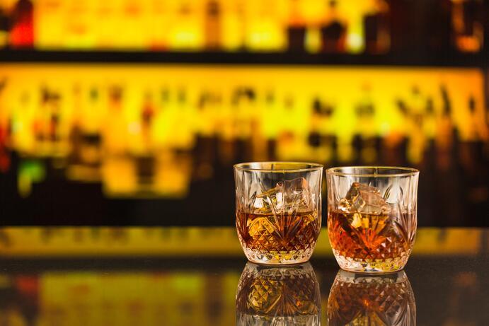 imagen sobre como saber si una persona es alcohólica