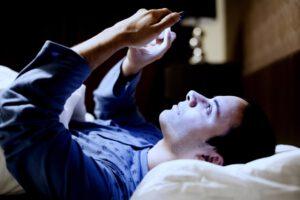tratamiento para la adicción al móvil - noche
